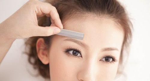 Измерение брови с помощью линейки