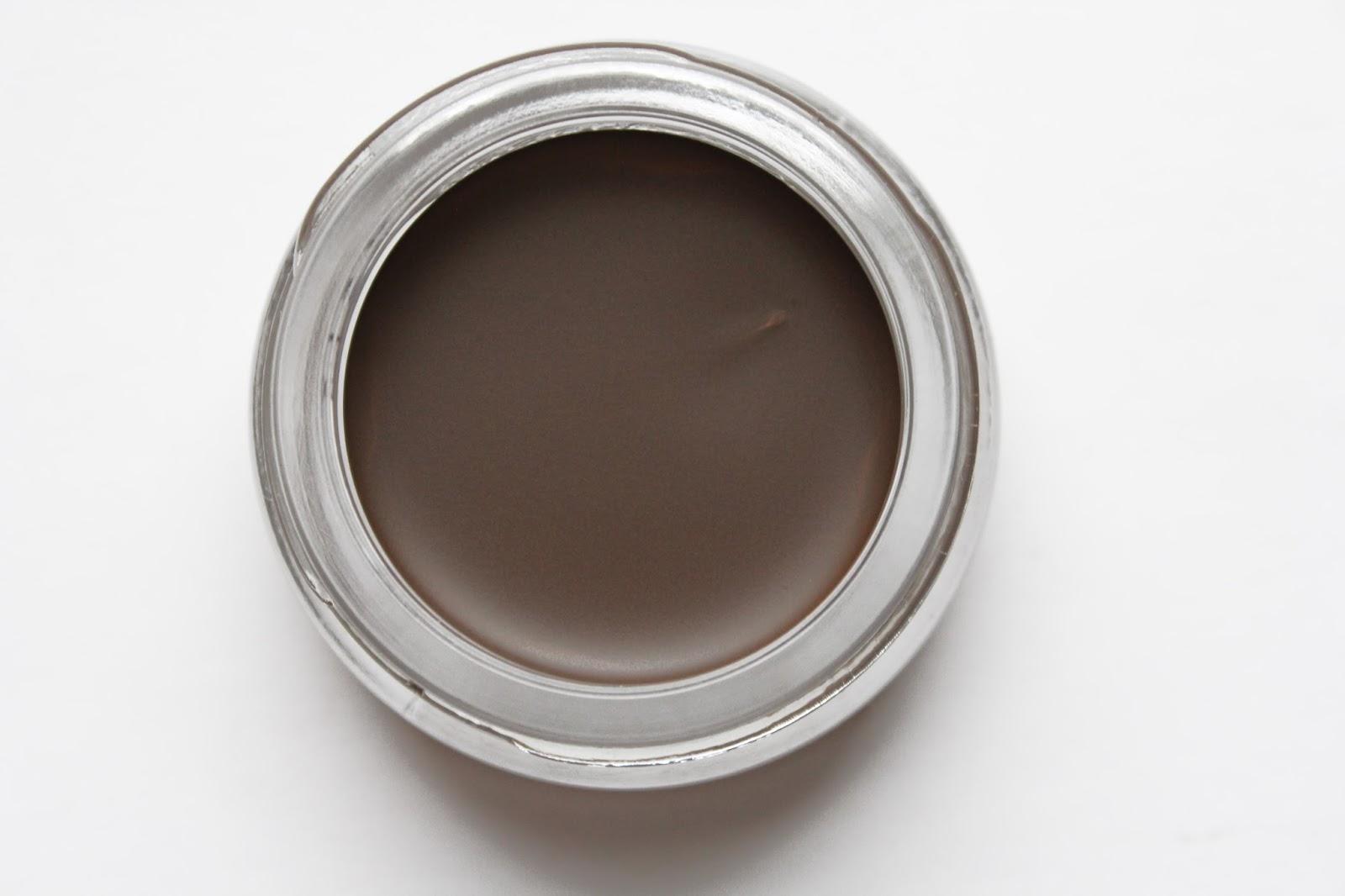 Помада для бровей коричневого цвета
