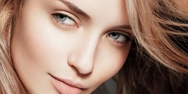 Девушка с естественным макияжем