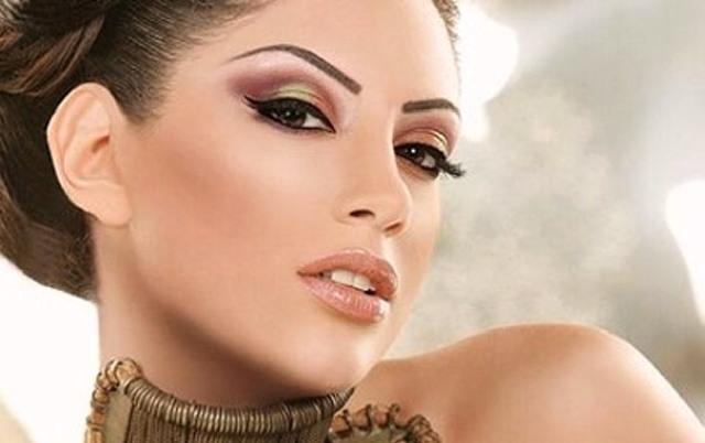 Девушка с экзотическим макияжем