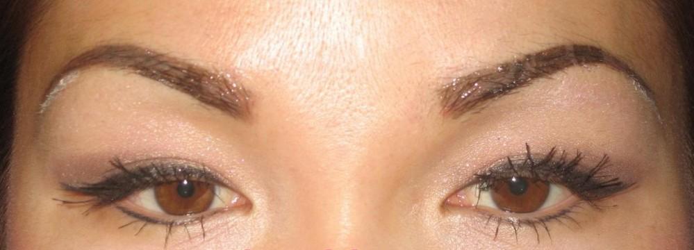 Выразительные глаза азиатской девушки
