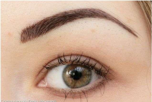Девушка со светло-зелеными глазами