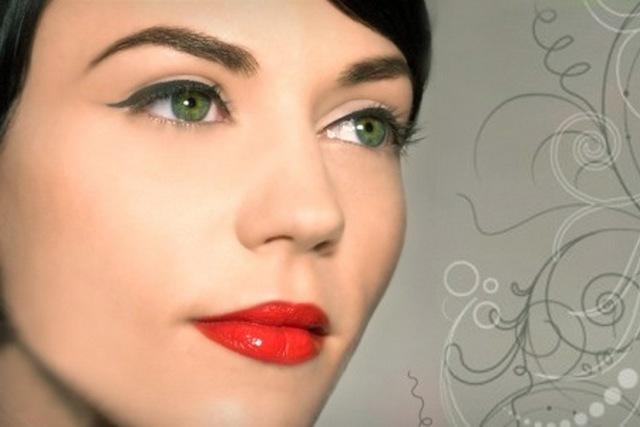 Яркий макияж для обладательниц зеленого цвета глаз