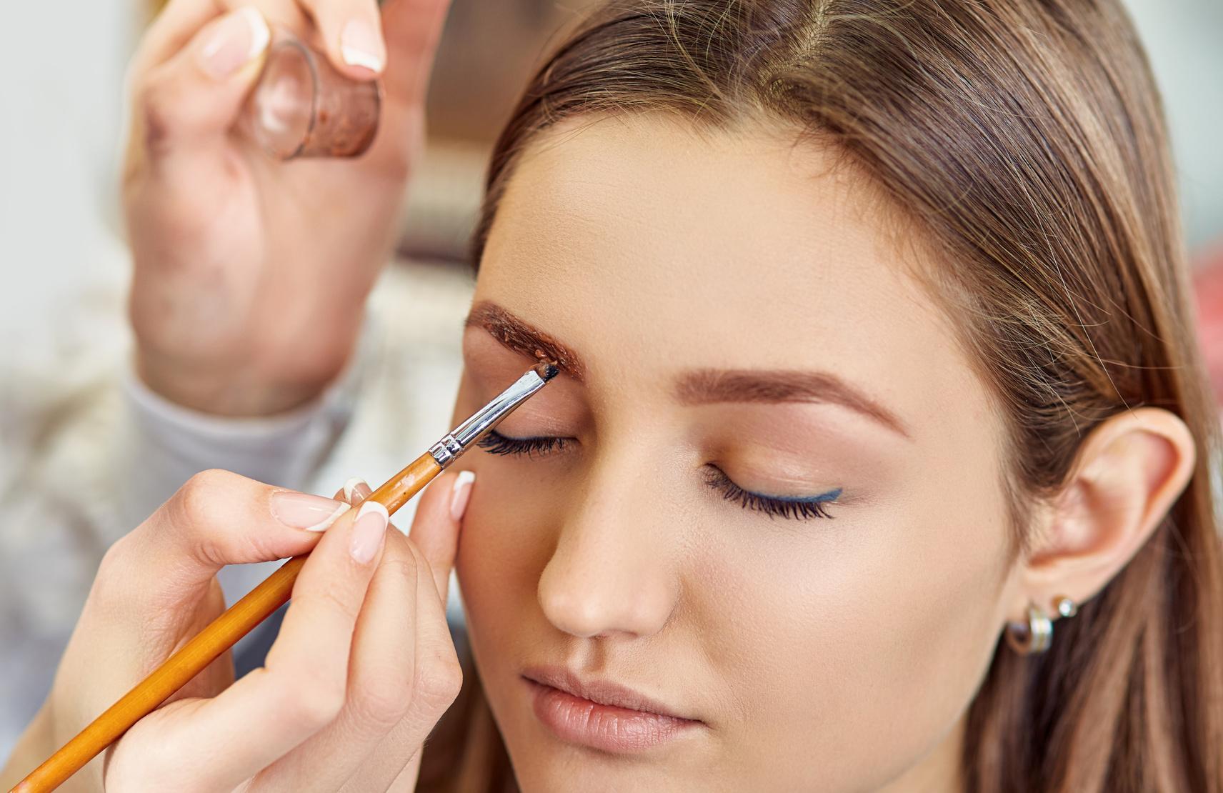 Чем рисуют брови визажисты и мастера профессионального макияжа Видео и фото