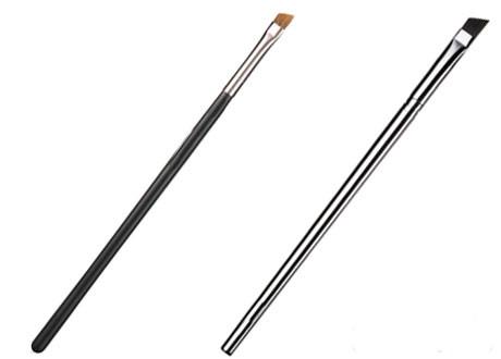 Две кисти для бровей с ручками интересной формы