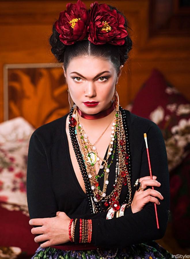 Сросшиеся брови - узнаваемая черта стиля Фриды Кало