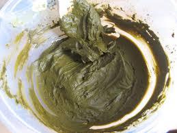 Разведенное натуральное средство для ухода за волосами и их окрашивания