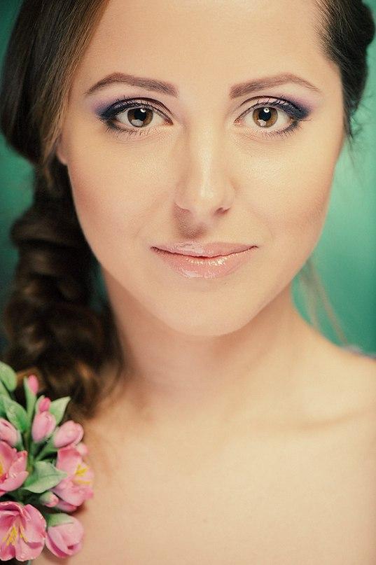 Девушка с макияжем в естественных тонах