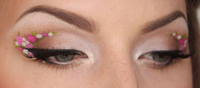 Девушка с интересным макияжем для голубых глаз