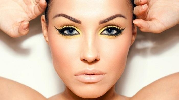 Девушка с желтым макияжем